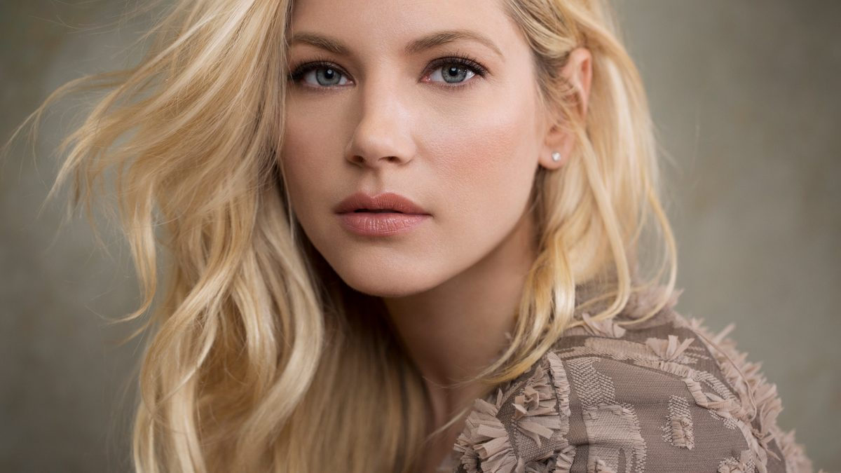 Katheryn Winnick New Hairstyle
